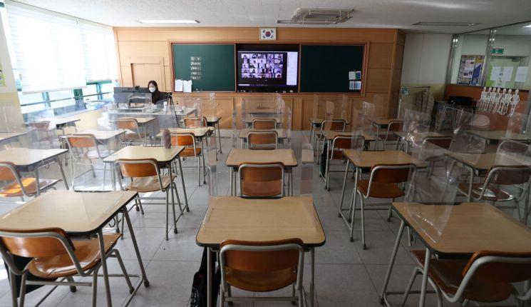 원격수업을 하는 한 초등학교 교실 모습(사진출처=연합뉴스)