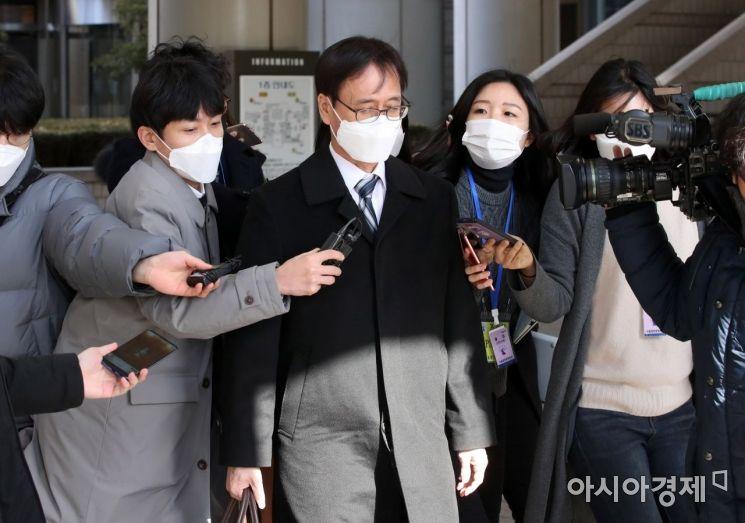 [포토] 법원 나서는 정진웅 검사