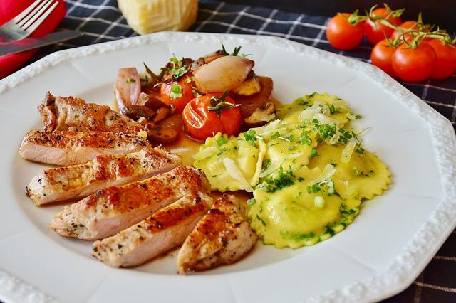 플렉시테리언은 주로 채식을 실천하지만 개인 상황에 따라 고기를 섭취하는 때도 있다, 사진=픽사베이