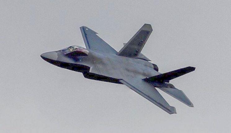 中 스텔스 전투기 'F-35 짝퉁인가? 최신예 전투기인가'