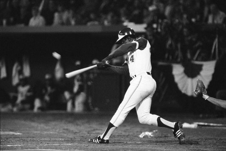 행크 애런이 베이브 루스의 기록을 넘어서는 715번째 홈런을 치는 장면 [이미지출처=AP연합뉴스]