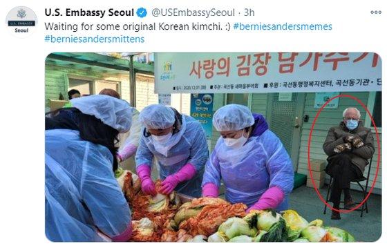 공식 트위터에 '샌더스 밈' 게시물 올린 주한미국대사관. 사진출처 = 주한미국대사관 공식 트위터 캡처