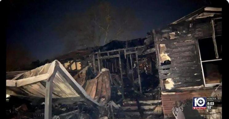 화마에 휩쓸린 리베라 가족 거주 주택. 사진출처 = 미국 WBTV뉴스 트위터 캡처