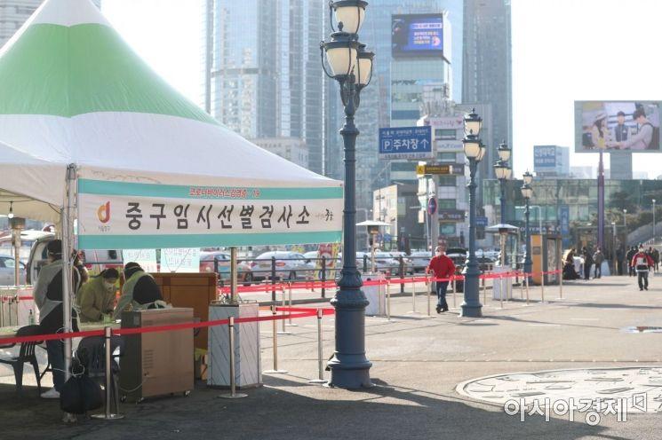 [포토]한산한 서울역 코로나19 선별검사소