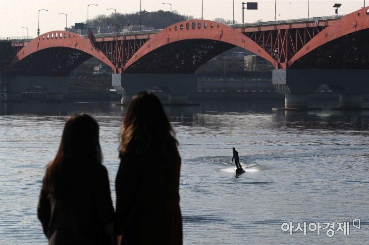 [포토]봄 날씨에 한강 찾은 시민들