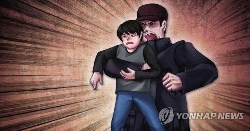 지난 22일 중국 윈난서 인질범이 7명을 흉기로 찌르고 중학생 1명을 상대로 인질극을 벌였다. 사진출처 = 연합뉴스