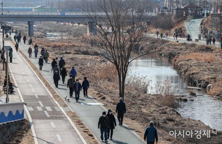 [포토]산책로 찾은 시민들