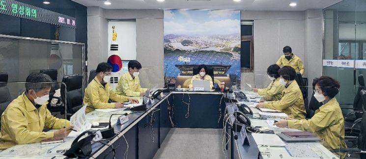 최용남 합천부군수 코로나19 예방접종 대응 추진단 구성 회의를 하고 있다