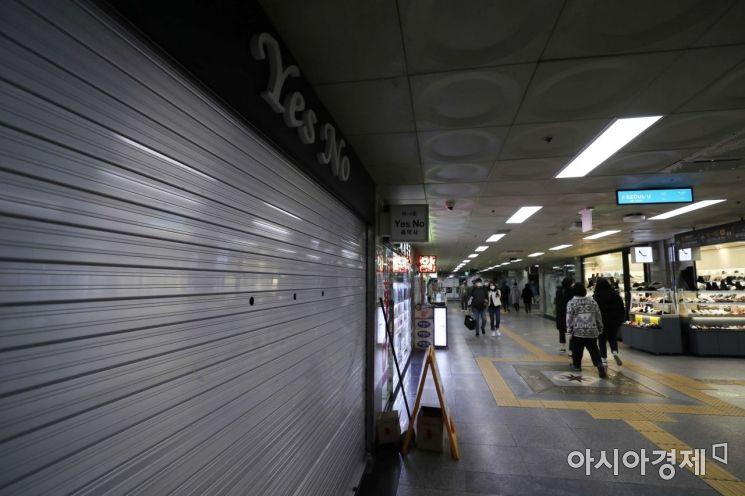 코로나19 여파로 한산한 서울 중구 명동지하쇼핑센터. /문호남 기자 munonam@