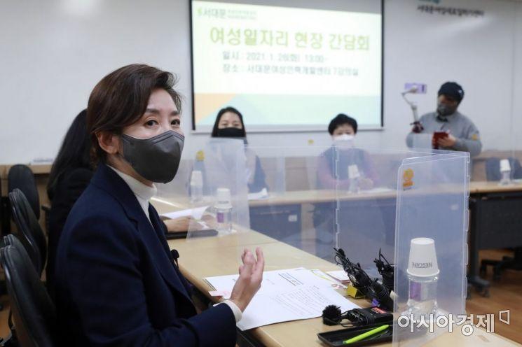 [포토] 여성 일자리 간담회 참석한 나경원