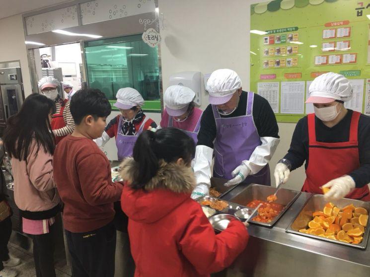 초등학교 급식도우미