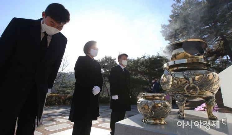 [포토] 김대중 대통령 묘소 찾은 박영선