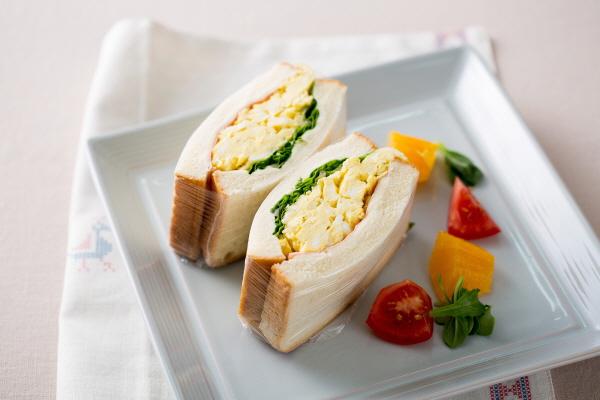 스크램블 에그 샌드위치