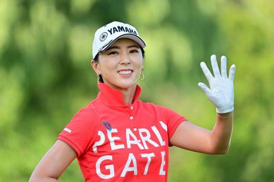 """투어 16년 차' 윤채영은 """"골프가 너무 재밌다""""며 """"올해도 즐거운 골프를 하겠다""""는 포부를 전했다."""