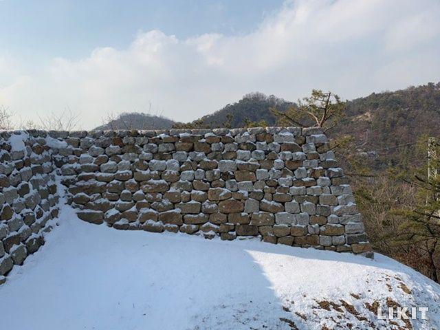 아차산 일대 보루군은 고구려 군사시설의 면모가 규명되고 있어 고고학적 연구에 중요한 자료가 되고 있다.