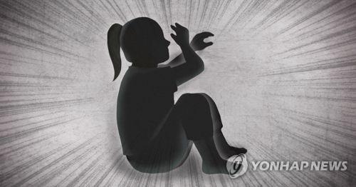 2살 입양아를 폭행해 의식불명에 빠트린 양아버지가 경찰에 긴급체포됐다. 앞서 양부모가 입양아를 지속적으로 학대해 숨지게 한 '정인이 사건' 이후 7개월 만에 벌어진 일이다. / 사진=연합뉴스