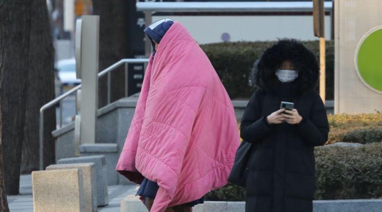 [오늘날씨] 더 기온이 올라가 따뜻해 … 하루 10도 정도