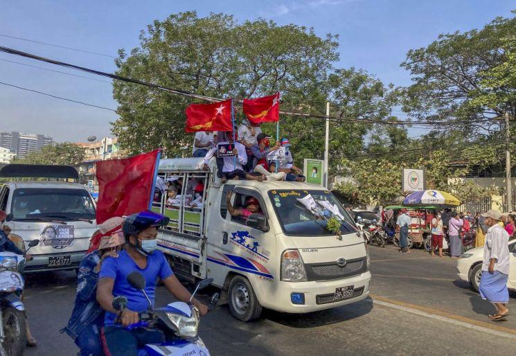 쿠데타 미얀마 군대, 민사 보호법 중단