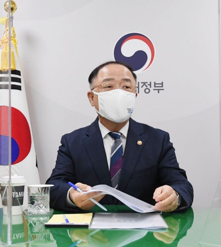 Hong Nam-ki Deputy Prime Minister of Economy and Minister of Strategy and Finance [이미지출처=연합뉴스]