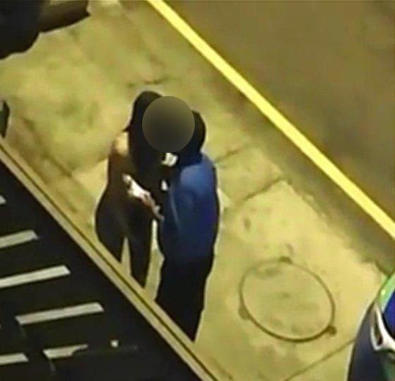 """'키스'를 받고 벌금을 면제 한 페루 경찰 … """"잡혔다"""""""