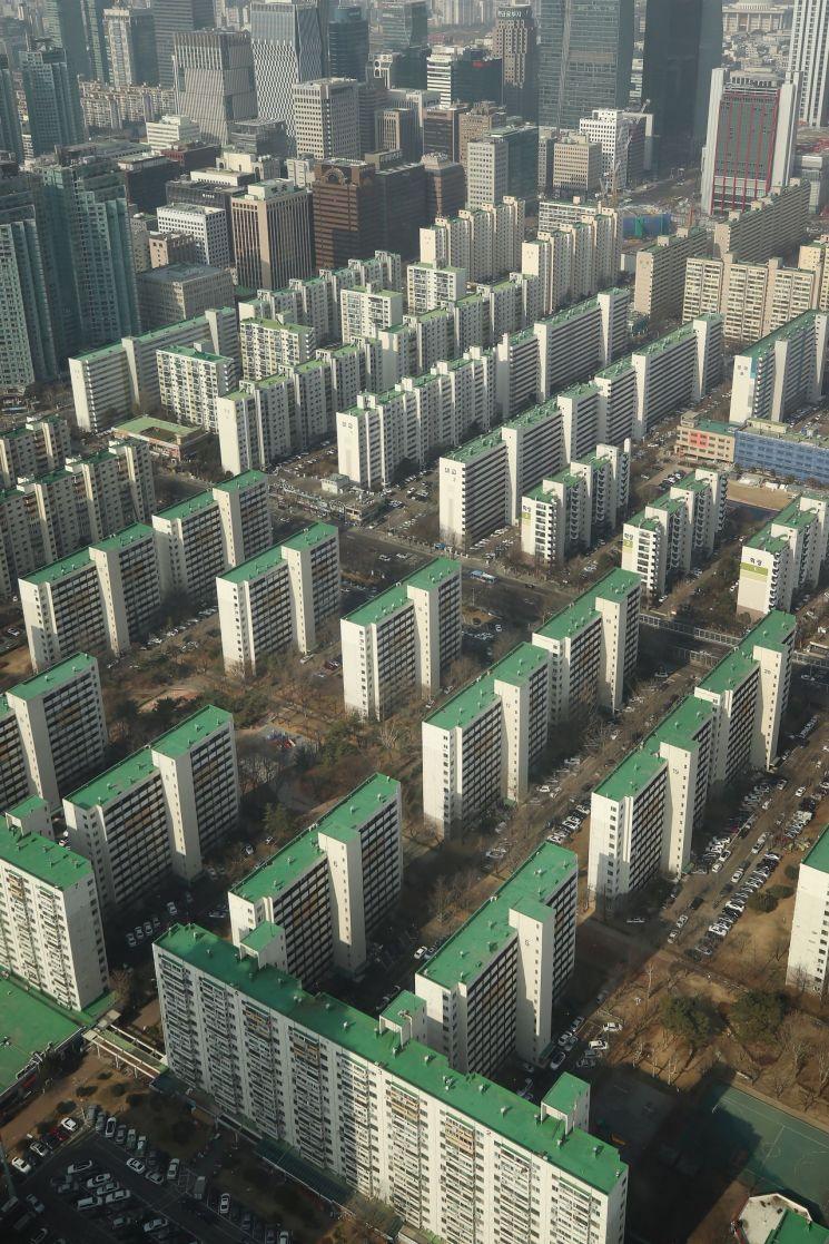 서울 영등포구 63스퀘어에서 바라본 서울 시내 아파트 단지 <사진=연합뉴스>