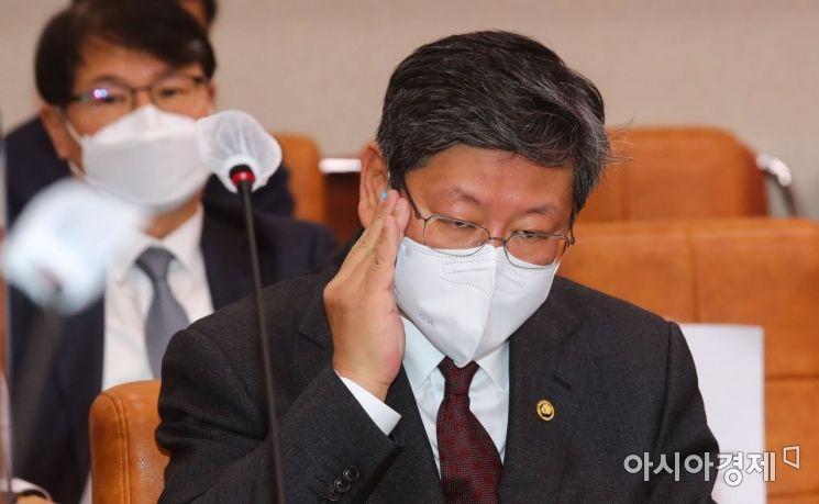 '택시기사 폭행' 이용구 차관, 조만간 檢 소환조사