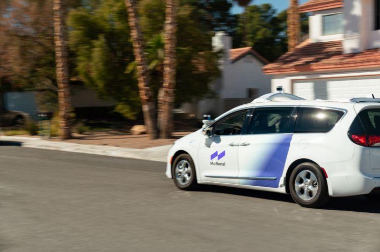 현대차그룹과 미국 자율주행기술업체 앱티브의 합작회사 모셔널이 운전자 없는 자율주행 자동차를 일반도로에서 시험 주행하고 있다.  [사진제공=모셔널]