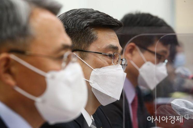 [포토] 답변하는 서욱 장관