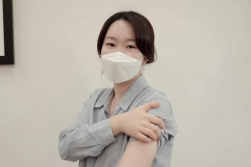 '#팔_걷었습니다' 캠페인에 참여한 이소영 더불어민주당 의원. 사진=이소영 의원 페이스북
