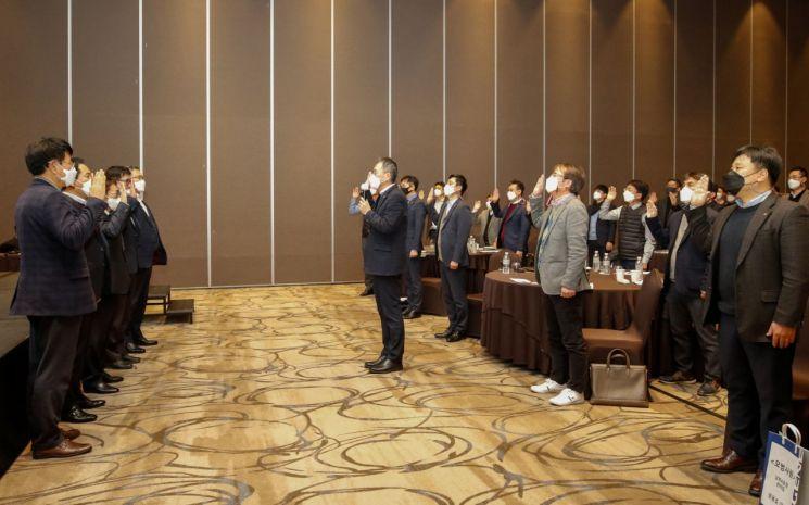 유진기업 임직원들이 고객만족을 위한 품질선언문 선포식을 가졌다. [사진 = 유진그룹]