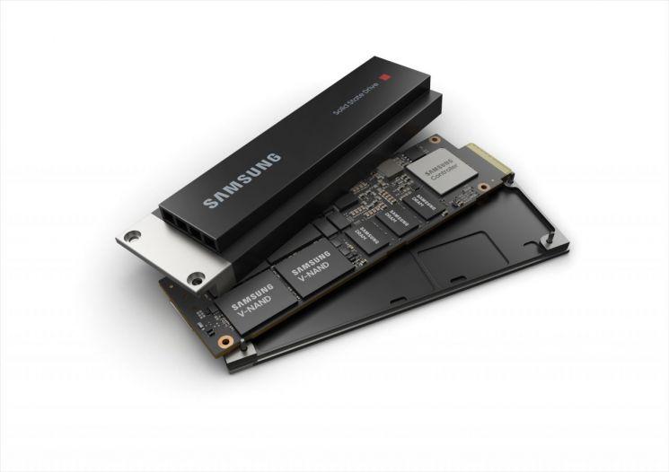 삼성전자의 데이터센터 전용 고성능 SSD 'PM9A3 E1.S'