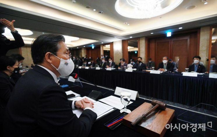 [포토] 중견기업 정책협의회 주재하는 성윤모 장관