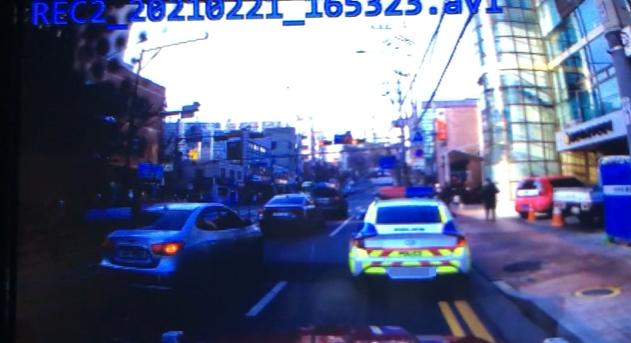 운전자 A씨가 공개한 당시 블랙박스 영상. 사진=온라인 커뮤니티 '보배드림' 화면 캡처.