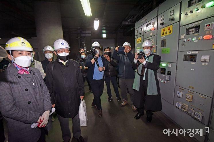 [포토] 지하철 환기시설 방문한 나경원 후보