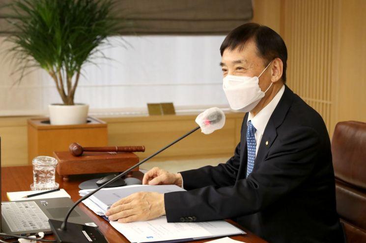 이주열 한국은행 총재가 25일 오전 서울 중구 한국은행에서 열린 통화정책방향 기자간담회에서 발언하고 있다.