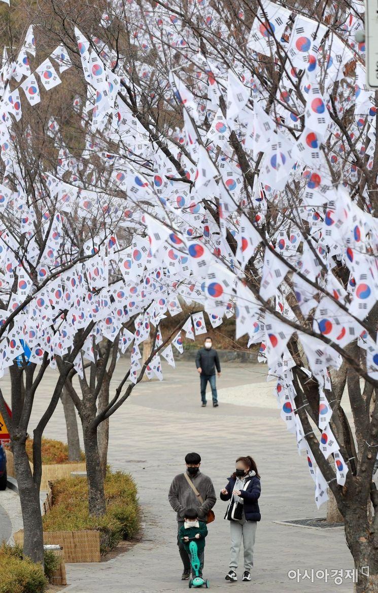 [포토] 효창공원 앞에 조성된 태극기 거리