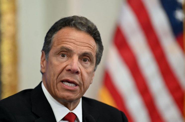 앤드루 쿠오모 미국 뉴욕주지사에게  성희롱 당했다는 전 비서의 폭로가 또 나왔다고 뉴욕타임스(NYT) 등 현지 언론이 27일(현지시간) 보도했다. [이미지출처=연합뉴스]