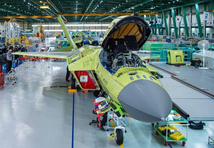 첫 '국산 전투기' 다음달 일반에 공개…내년 7월 첫 비행한다