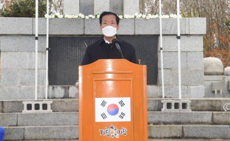 구인모 거창군수 제102주년 삼일절 기념식을 진행 하고 있다