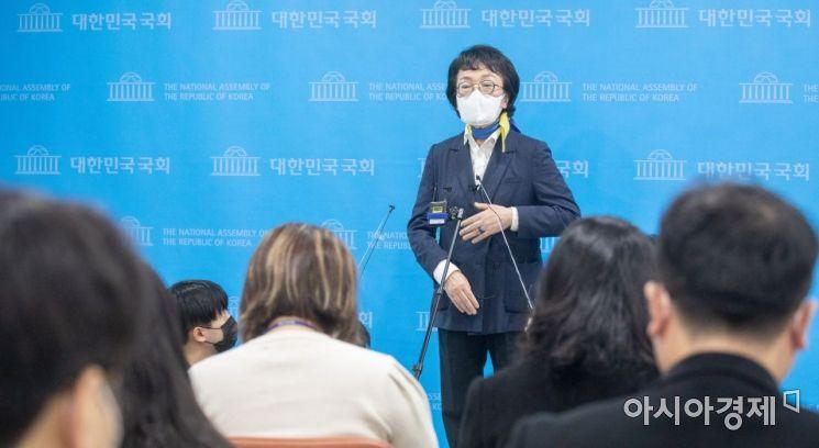 [포토] 단일화 관련 견해 밝히는 김진애 후보