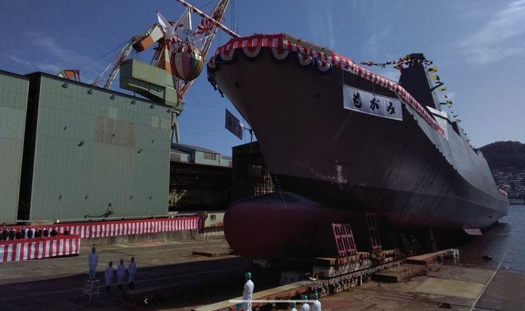 3일 일본 미쓰비시중공업 나가사키 조선소에서 진수한 신형 스텔스 호위함인 모가미함의 진수식[이미지출처=일본 해상자위대 트위터]