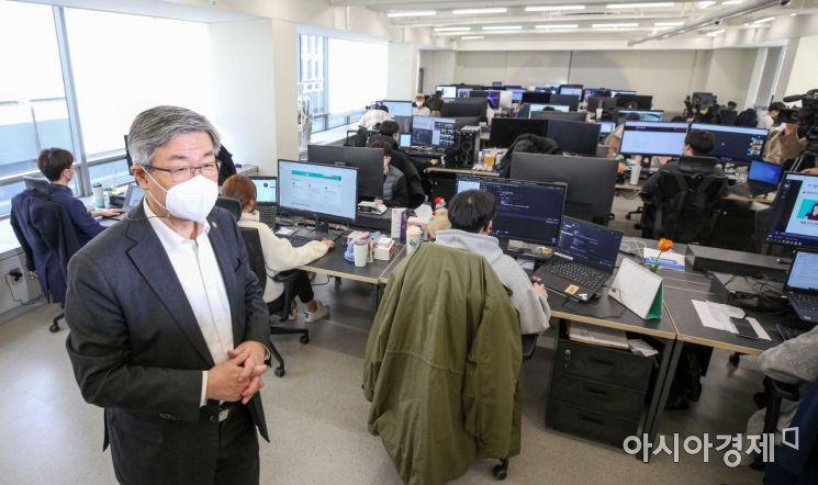 [포토]디지털트레이닝 교육장 방문한 이재갑 장관
