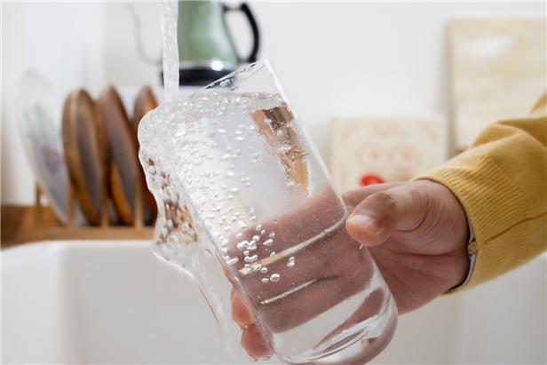 코로나19 여파로 서울 수돗물 사용, '가정용'은 늘고 '영업·공공용'은 줄었다