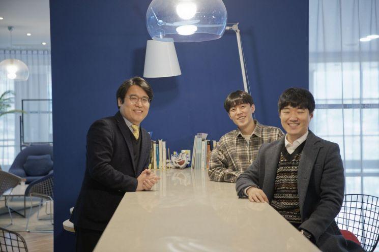 왼쪽부터 유니스트 김태성 교수, 서상진 연구원, 하도경 연구원.