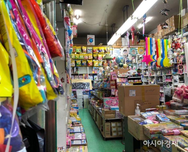 텅 빈 한 문구점의 모습. 취재하는 동안 손님의 모습은 볼 수 없었다. 사진=김초영 기자 choyoung@asiae.co.kr