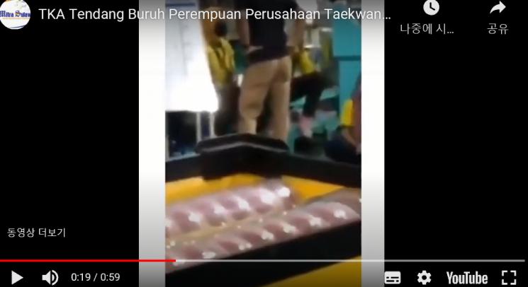 한국인 보안담당자가 허리에 손 얹고 훈계하는 모습. /사진 = 유튜브 캡처