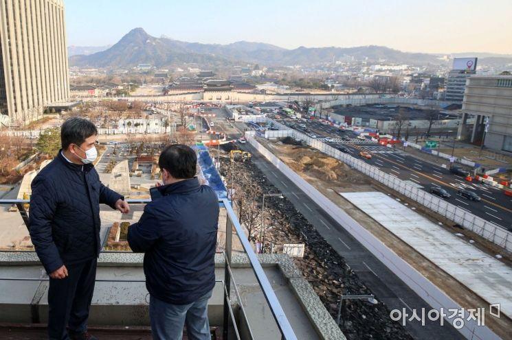 [포토]공사 상황 점검하는 서정협 서울시장 권한대행