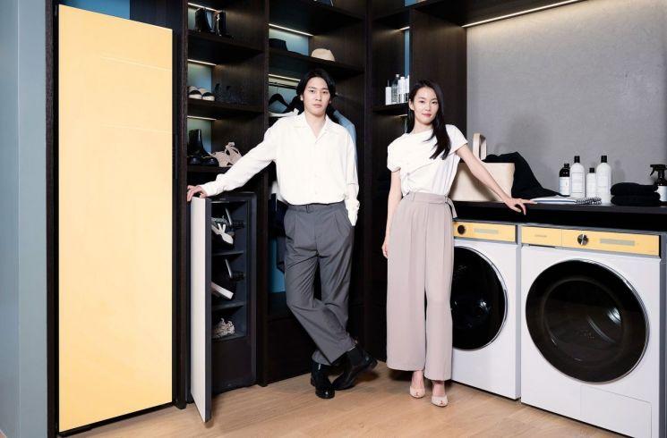 삼성전자 모델들이 삼성디지털프라자 강남본점에서 비스포크 홈 신제품들을 소개하고 있다.[사진=삼성전자 제공]