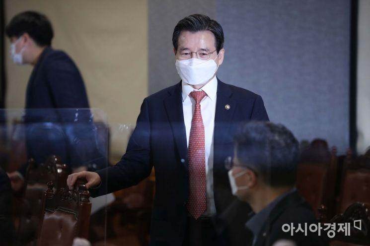 [포토]거시경제 금융회의 참석하는 김용범 1차관