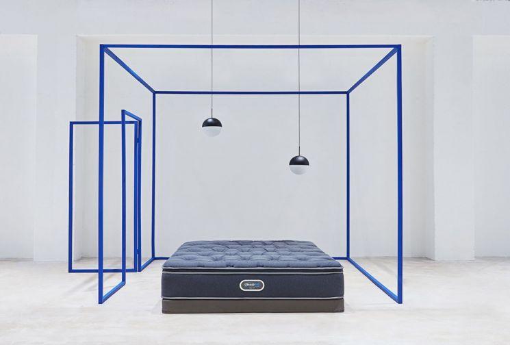 시몬스 침대가 현대홈쇼핑 '왕영은의 톡 투게더'에서 5회 연속 완판을 기록했다. [사진=시몬스]
